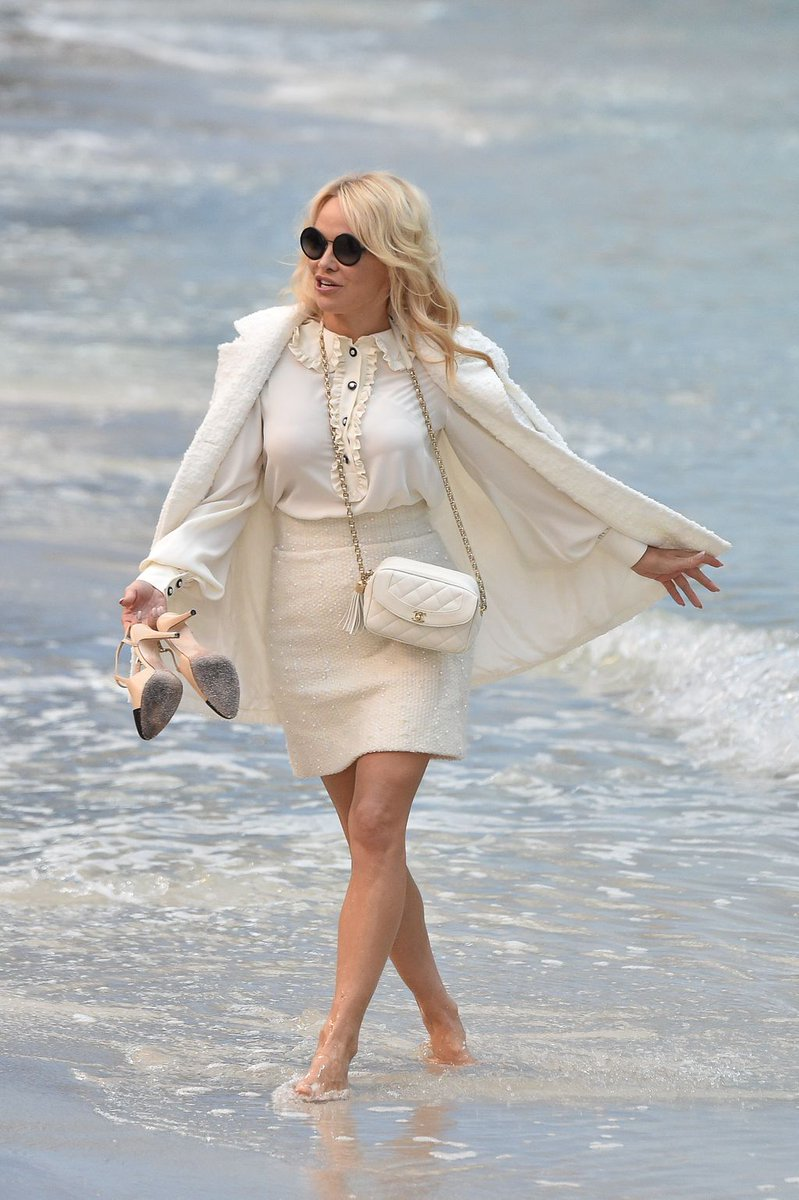 RT @TheSTStyle: Baywatch, but make it fashion. @pamfoundation takes a stroll at @chanel's #PFW presentation. https://t.co/jqXiZGjVjw