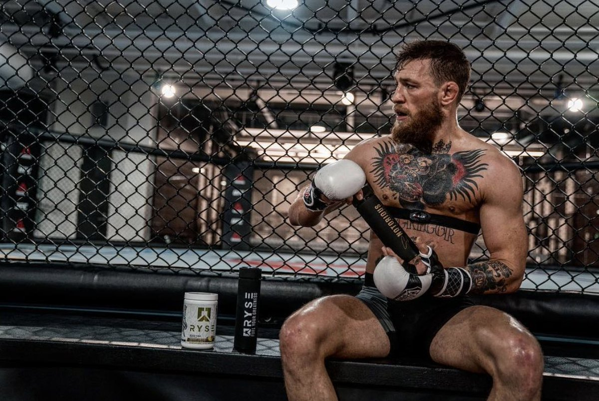The best tasting recovery supplement I've had. Fuel Your Greatness like the Champ Champ! @Ryse_Supps #RyseUp #UFC229 https://t.co/M2qkjSKHXp