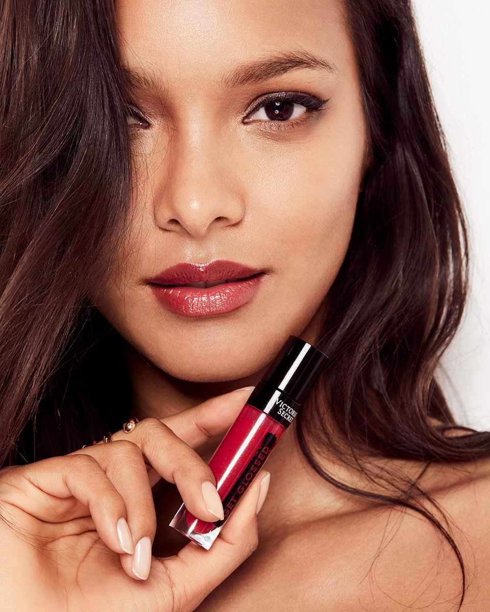 Extreme shine. Rich color. Meet Get Glossed, the OMG of lip shine. https://t.co/0MQI8qSENX #VSBeauty https://t.co/HFTZGIZ0pc