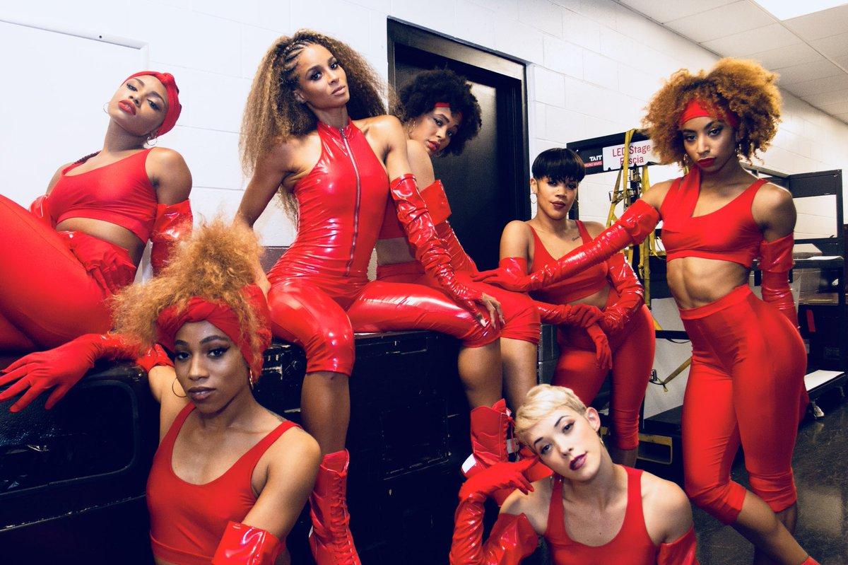 Boston. Red.  #Girls. #24kMagicTour https://t.co/dp09fUvq5r