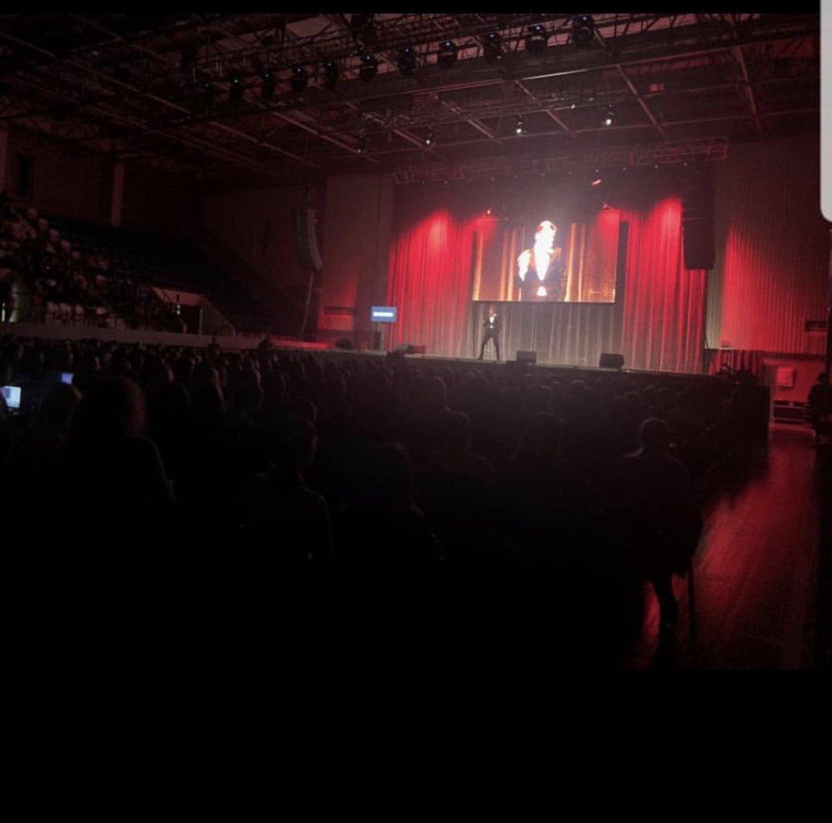 Очень маленький я говорю огромное СПАСИБО за сегодняшний концерт в Иркутске. ???????????????????????????????????? https://t.co/qOKjQzzVS5