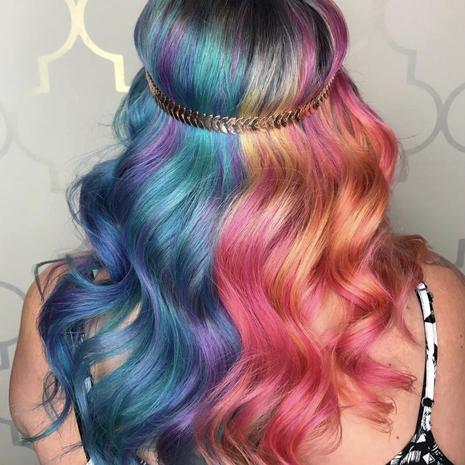 This hairstylist nails the vivid ombre look 🌈  💁 https://t.co/Enl7ojk4SR