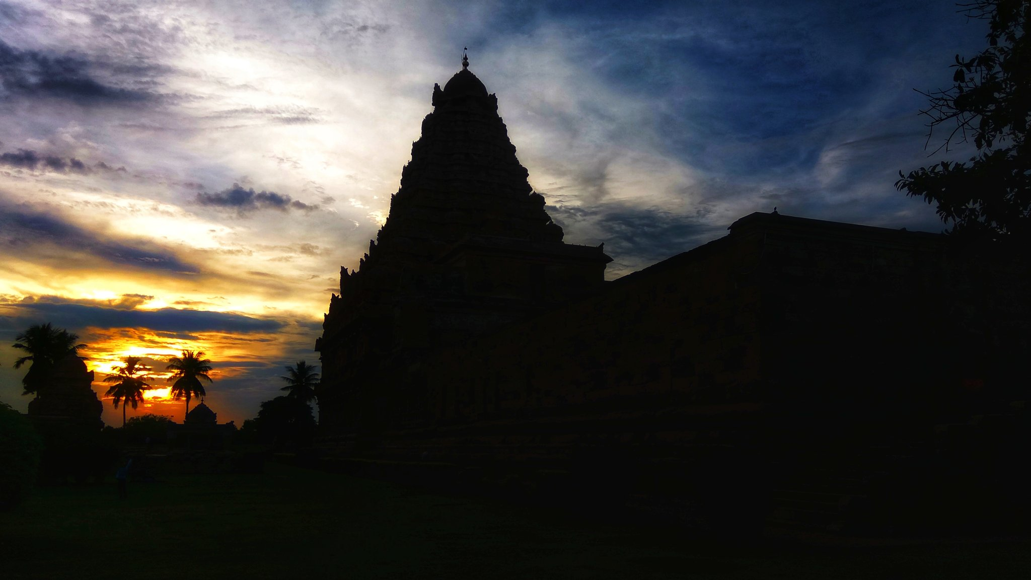 I'll conclude this temple thread with these silhouette shots I took during sunset. Hope you found the thread useful. Thank you for reading 🙏 https://t.co/95KLIQpAQZ