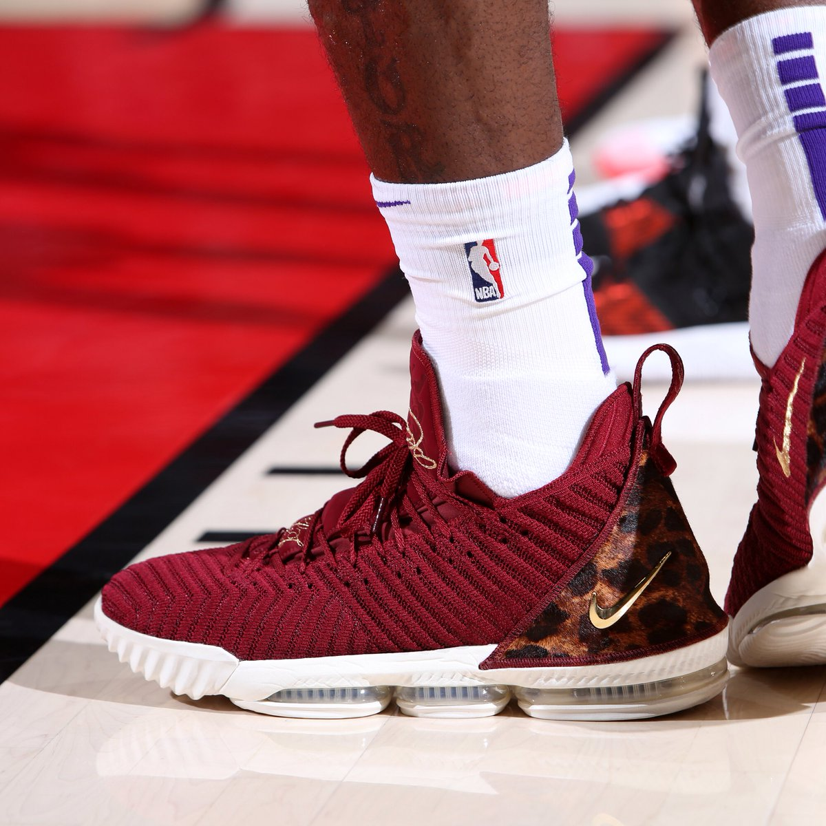 detailed look 23e54 3ab10 solewatch kingjames with the king nike lebron 16 on foot sam forencich