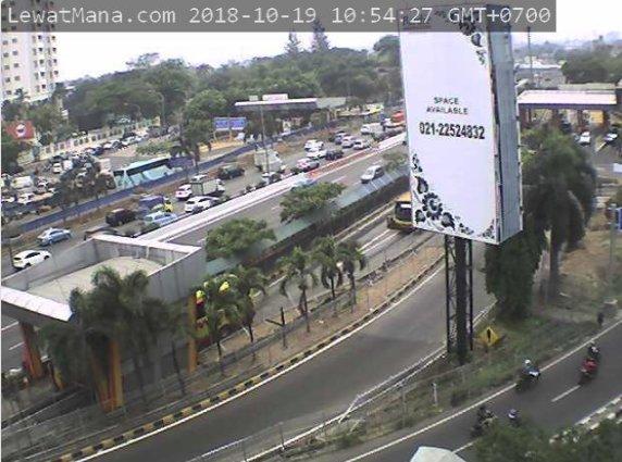 10:55 Tol Janger dari Karang Tengah menuju Tomang macet, sebaliknya ramai lancar.  #TGR (via H1) https://t.co/pPkKbKmV16
