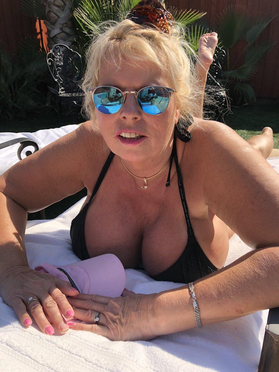 2 pic. Getting a tan before Hawaii trip CcT8Di1afa