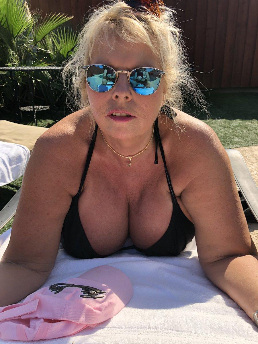 3 pic. Getting a tan before Hawaii trip CcT8Di1afa