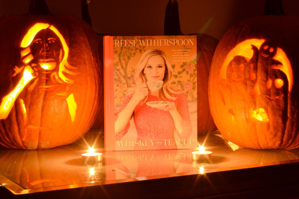 How cute are these #WhiskeyInATeacup Pumpkins!? ????@TouchstoneBooks https://t.co/pWN57eHDdN