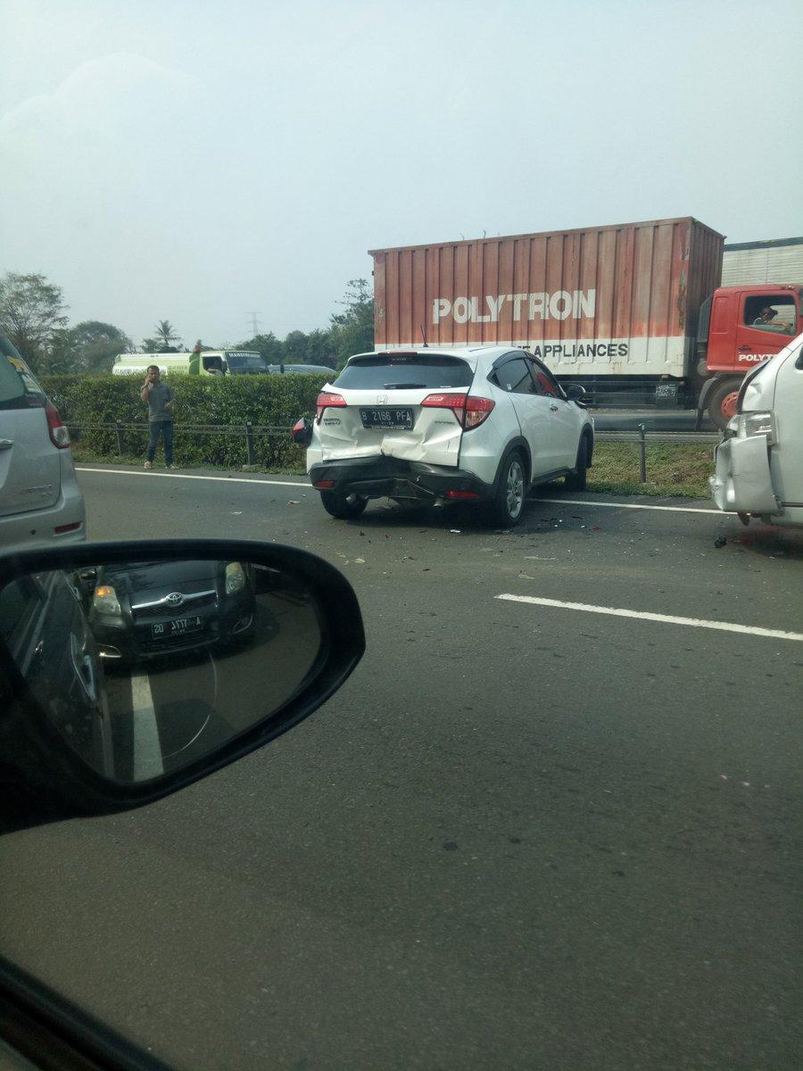 14.26 Wib Kecelakaan beruntun di KM.44 Tol Jakarta arah merak melibatkan 4 kendaraan, petugas sedang mengarah TKP. https://t.co/CXYVP9kcqB