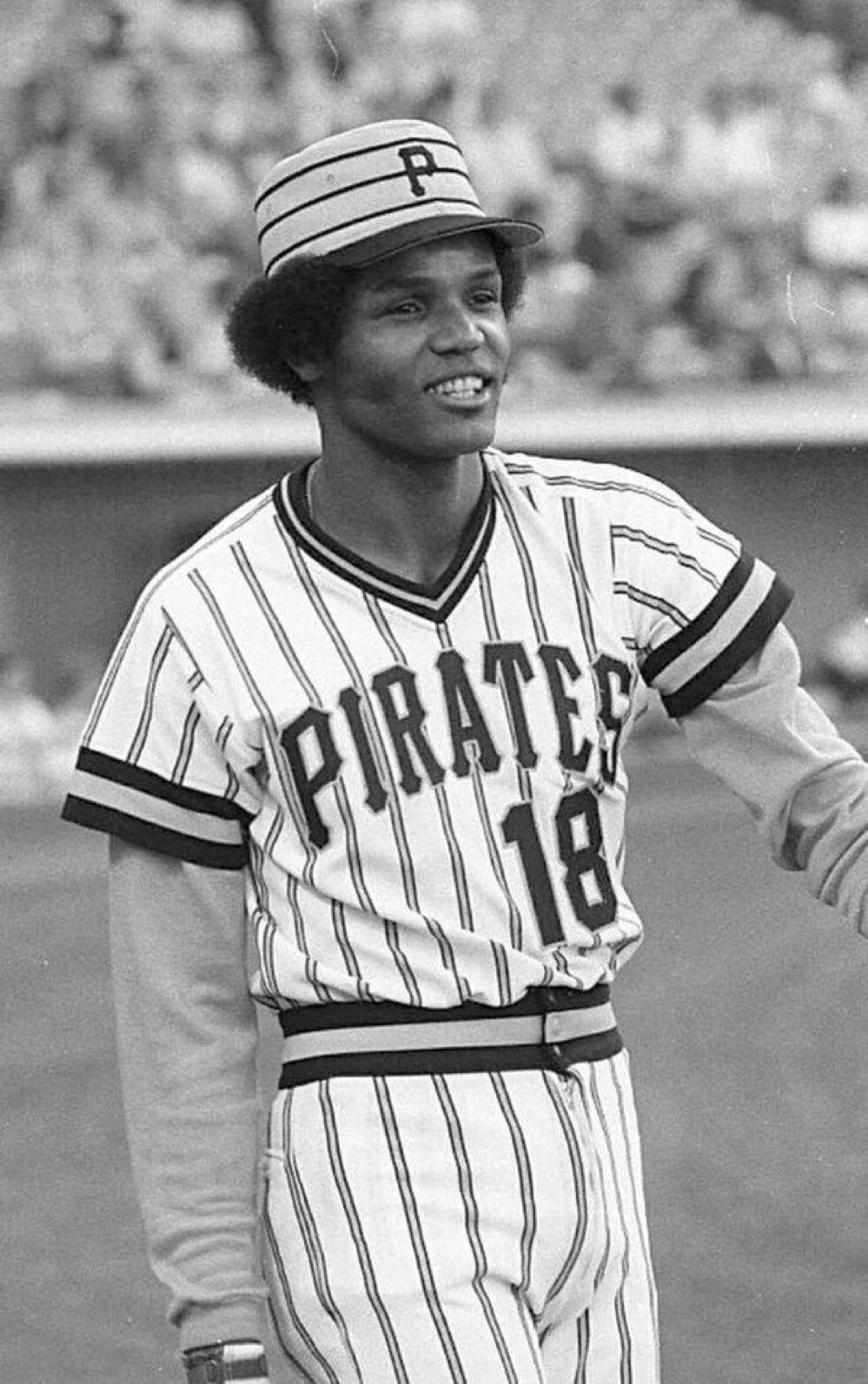 Omar Moreno averaged 66 stolen bases per year from '77-'82. He also averaged looking totally awesome. https://t.co/M6WGykNNgl
