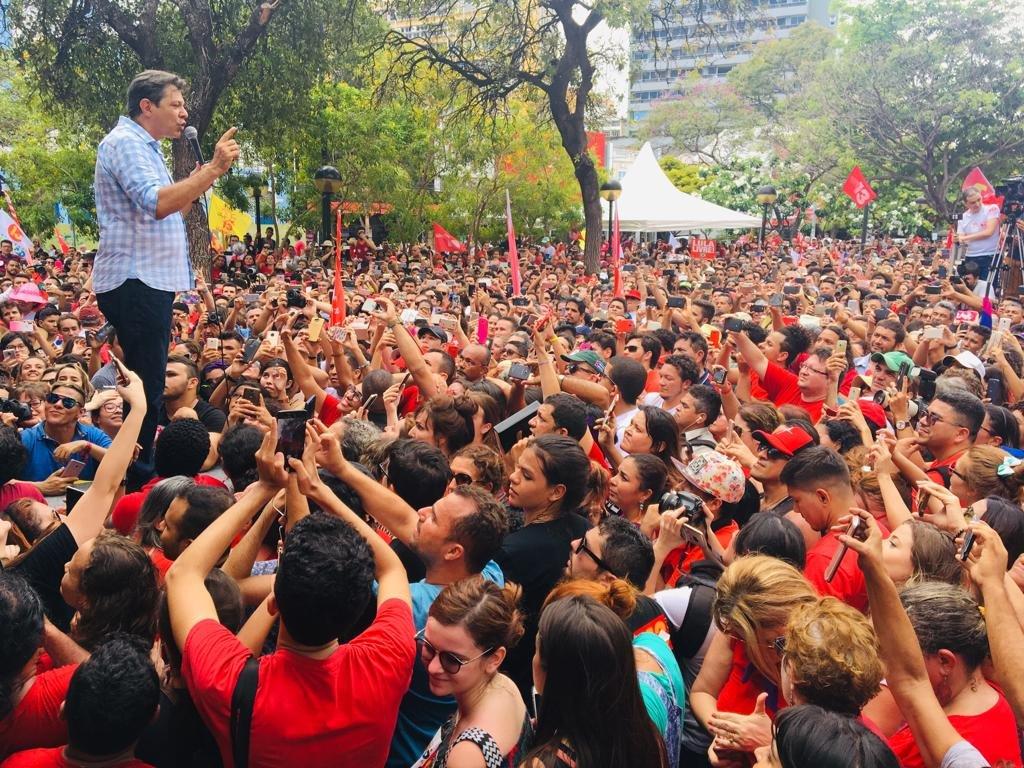 RT @OBrasilFeliz: Caminhada e Ato pela Democracia em Fortaleza, Ceará #BolsonaroNão 📷 Wladia Fernandes https://t.co/vgP3Ji2zw8