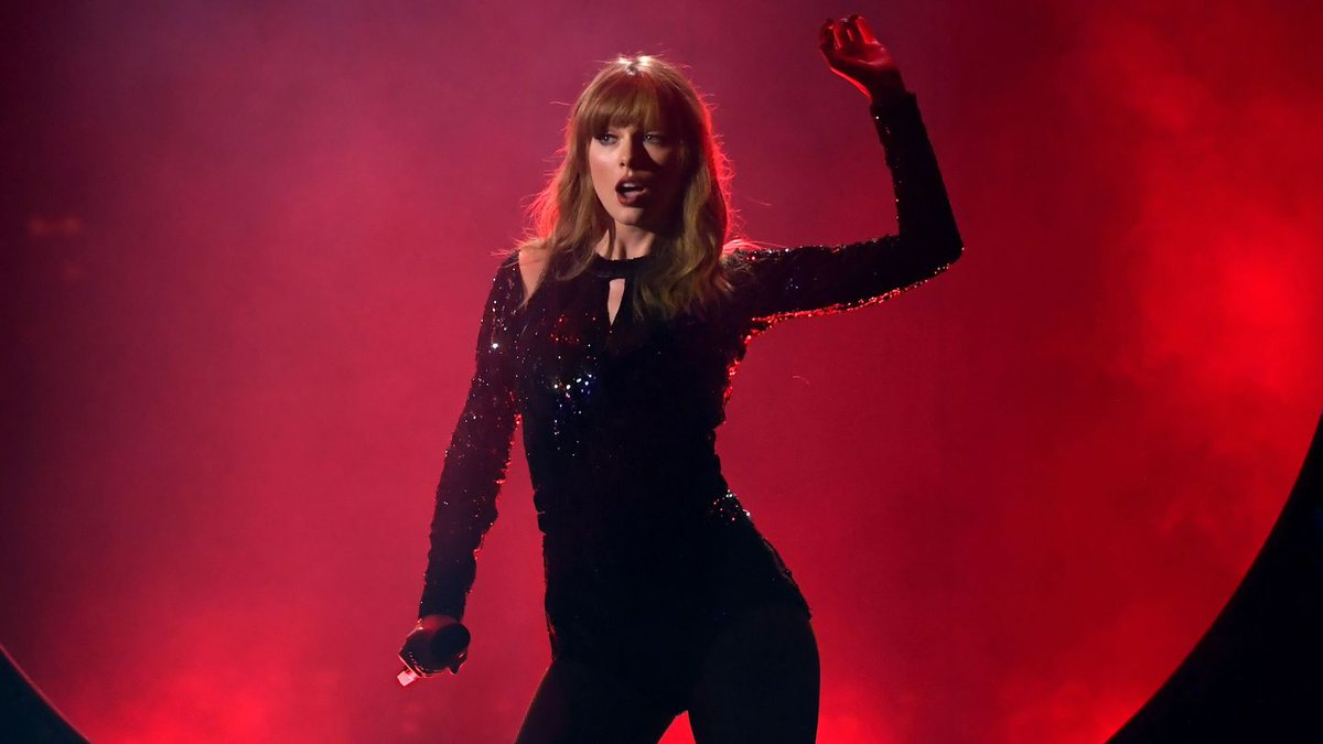 Taylor Swift Lit Up The AMAs With Red-Hot 'I Did Something Bad' Performance