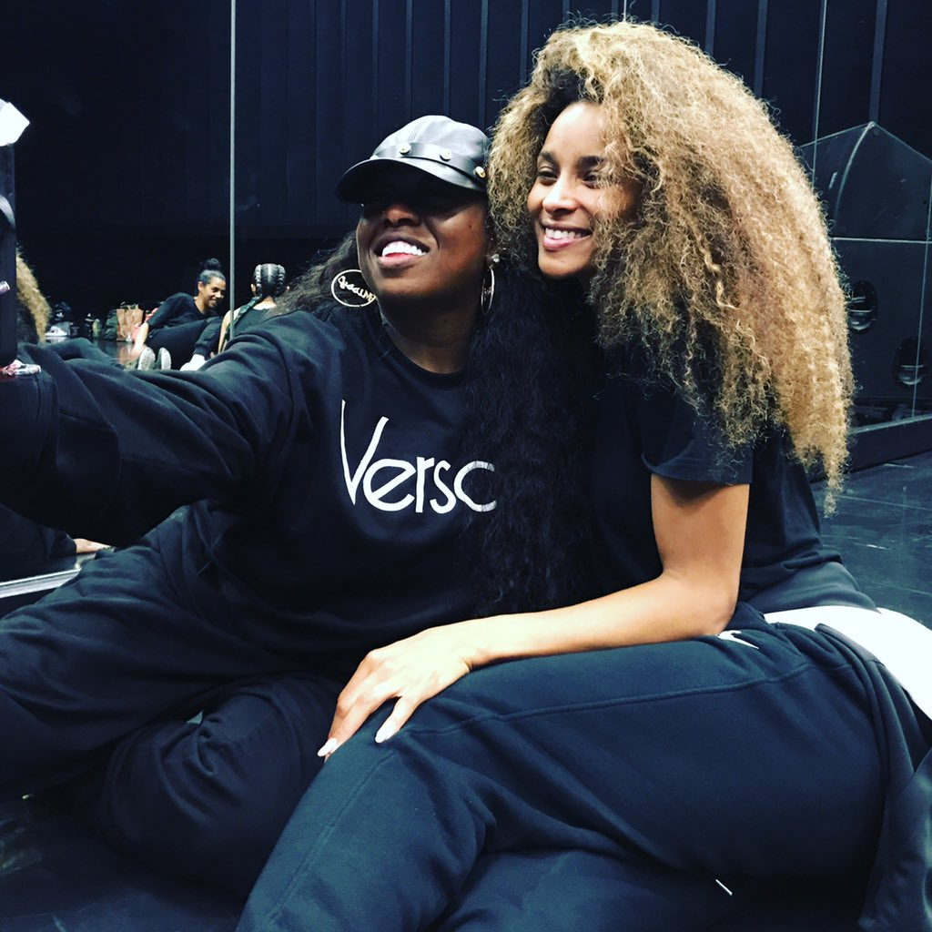 Selfies With My Sis Miss. @MissyElliot @AMAs Rehearsals Special Moments #LevelUp #Dose https://t.co/KW0rwadFc5