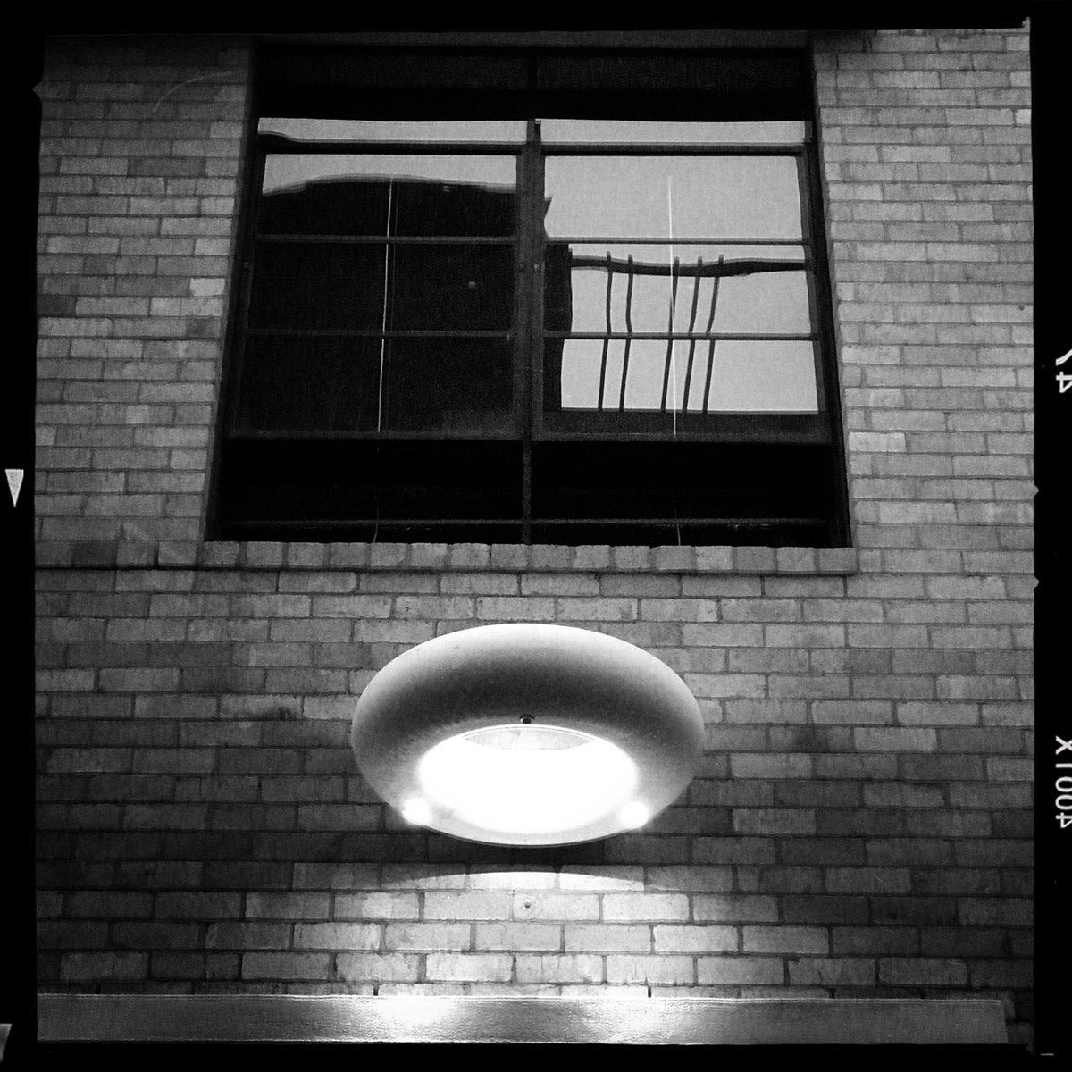 Cremorne UFO 🛸 . #LookUp #diversions #reflections #lights #windows #Hipstamatic https://t.co/DUH3dGvkeP