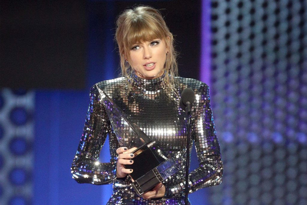 See the full list of AMAs winners, including the categories that weren't shown on TV: