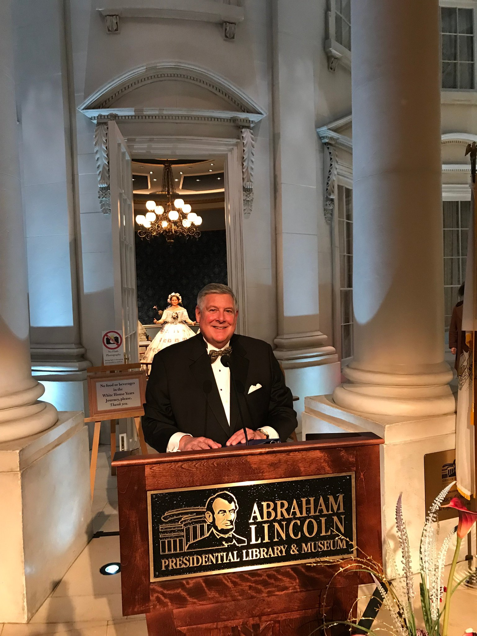 Last night at the Abraham Lincoln Presidential Museum in Springfield, I was honored to MC the @illinoiscourts Bicentennial of the Illinois Judiciary Gala. Author @ScottTurow was the keynote speaker. He wrote some of his award winning novels on @Metra! #ILSupremeCourt200 https://t.co/8ZafGCISX7