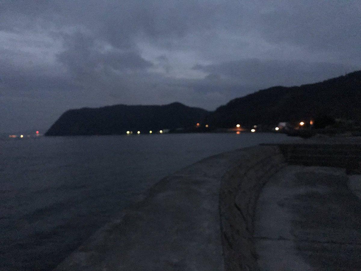 夜勤終わりに海に来て軽く釣りするぞい https://t.co/f9AjnhlPo0