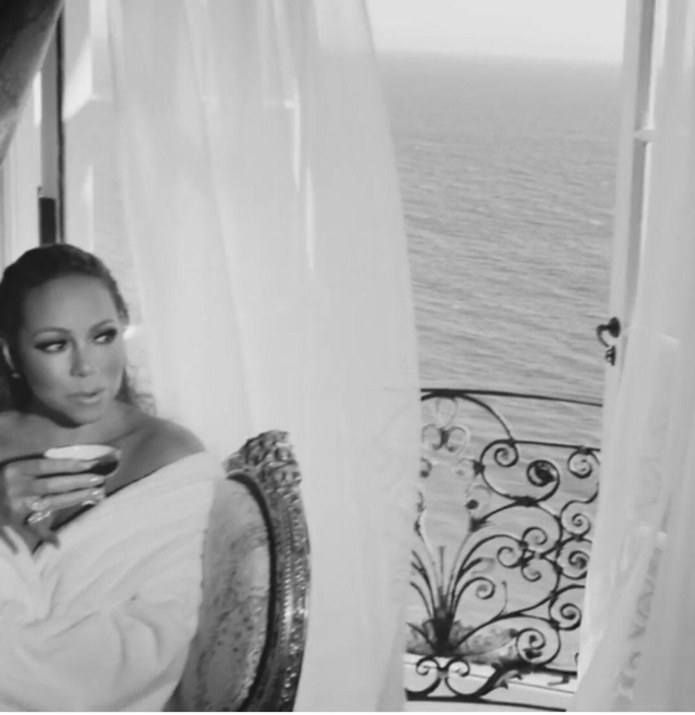 RT @rita_ricks: @MariahCarey Queen of Hot tea ☕️ #WithYou https://t.co/1gwRrfr0zD