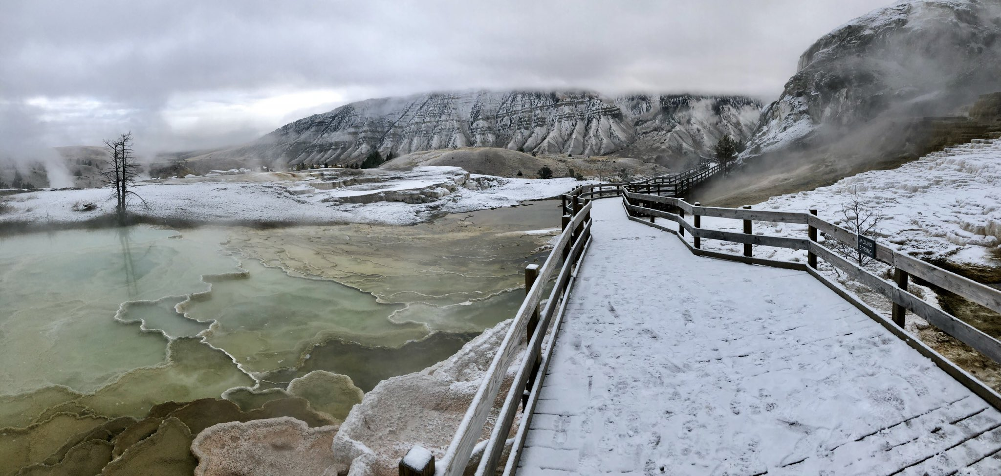 Woke up to a nice layer of snow this morning at Mammoth Hot Springs. https://t.co/NXNHvfPH7I