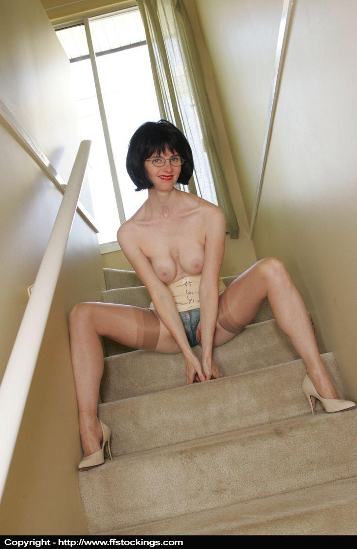 Update: Julia on the Stairs - D1vJJc14j0 62dtx2INvI