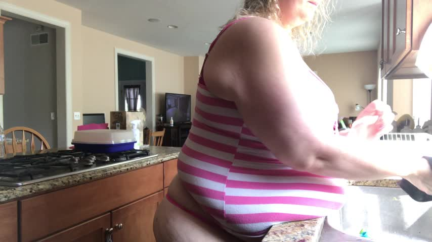 Doing d dishes by DestinyBBW gDT5hlgGt6 Find it on #ManyVids! JW5znDC2h4