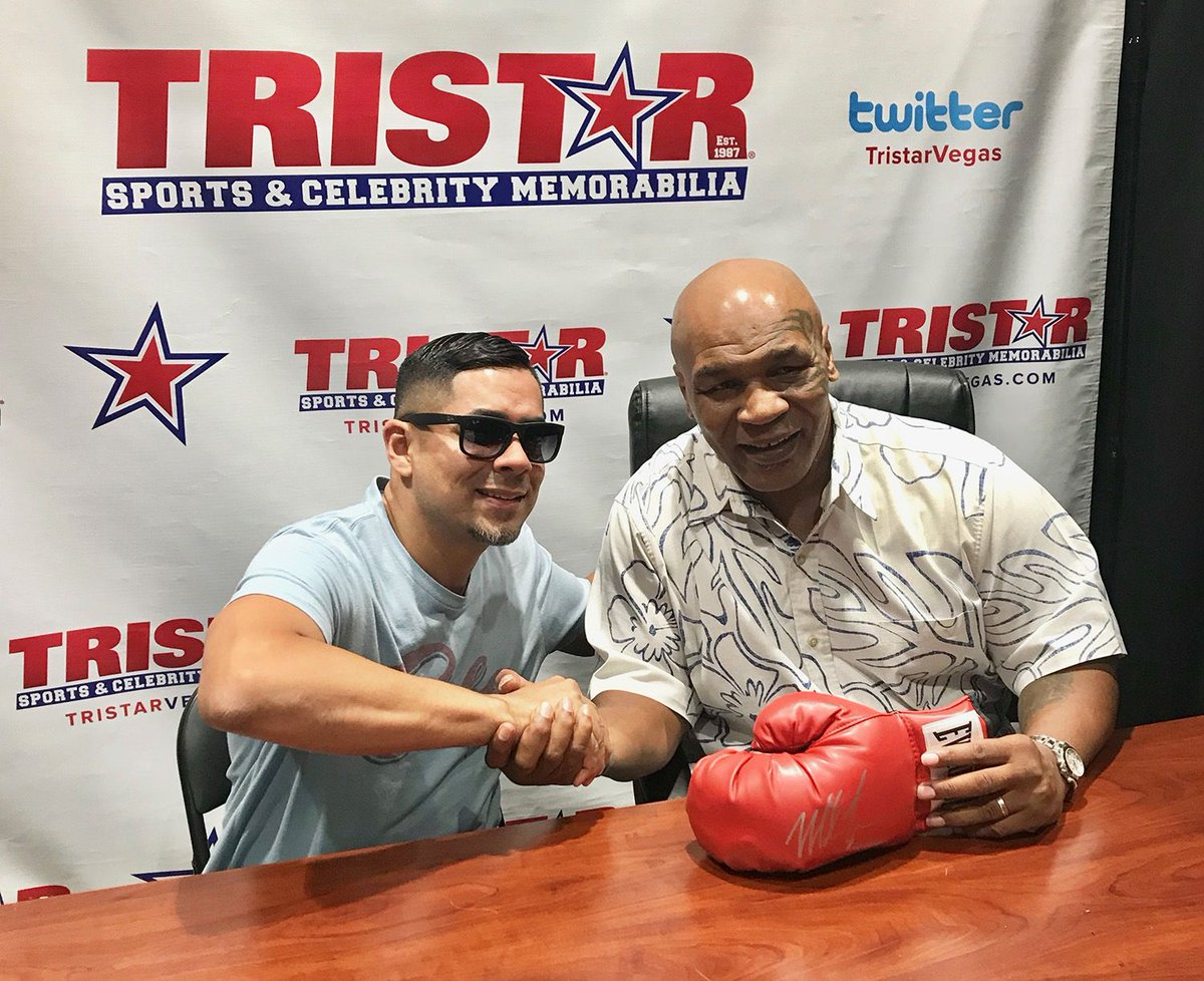 Meet me TODAY and get my autograph in #LasVegas @TristarVegas & @FODCaesars! Info: https://t.co/LCaAn0oifd https://t.co/ivZScPyQ7o
