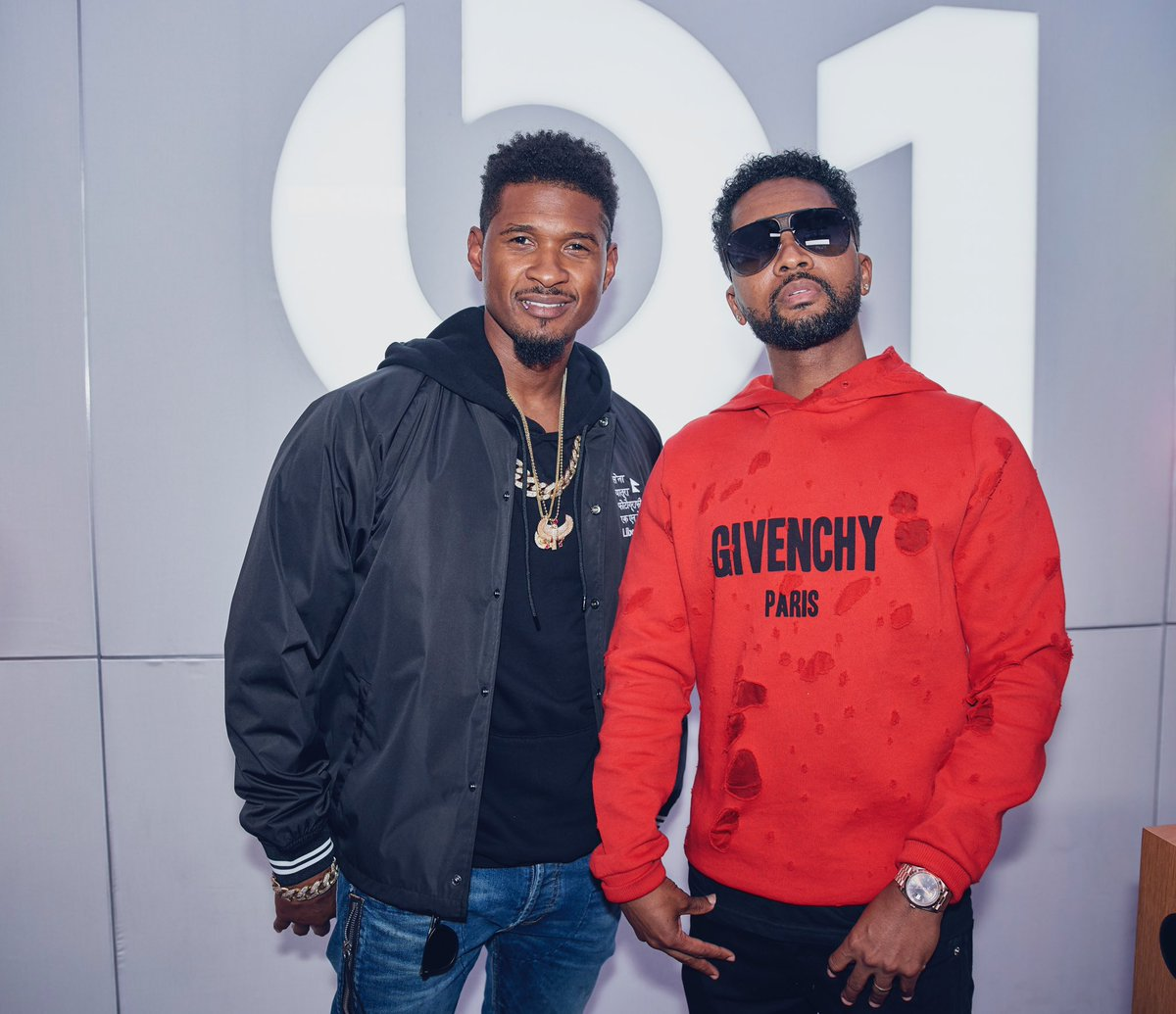 Live on @Beats1 now with @zaytovenbeatz: https://t.co/FoYJ5n1FOE ???? ???? https://t.co/tVoxOH7N1U