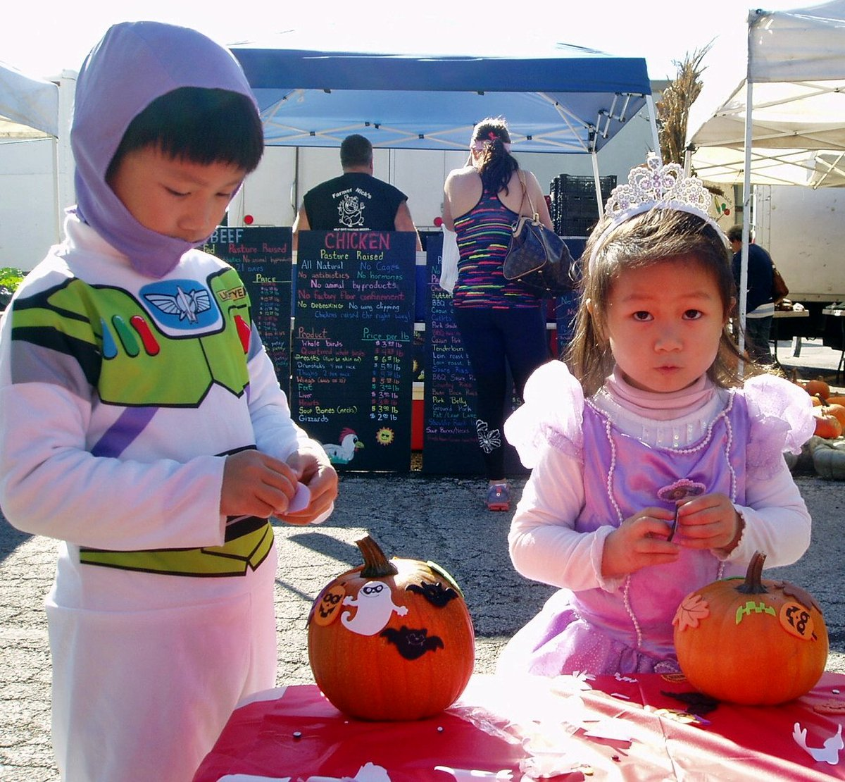test Twitter Media - Northbrook Farmers Market (Meadow&Cherry Lane), NBK is offering a free pumpkin-decorating day for children ages 3 to 6 from 9 a.m-Noon, Wed. Oct. 17 w/NBK Comm. Nursery School volunteers. Kids of all ages in costume can stop by for free treat! #d30learns https://t.co/73ehY6tS4D