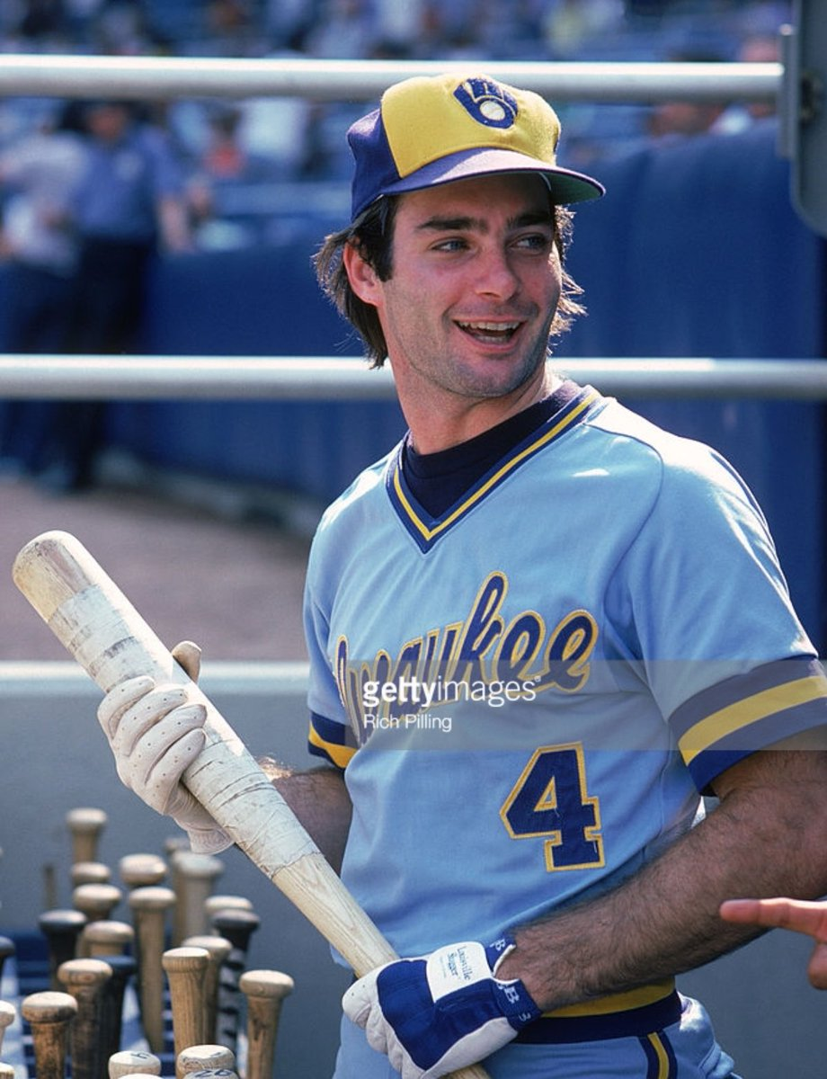 Today in 1982, Paul Molitor becomes the first player ever to get five hits in a World Series game. https://t.co/Nn7n75dZaP