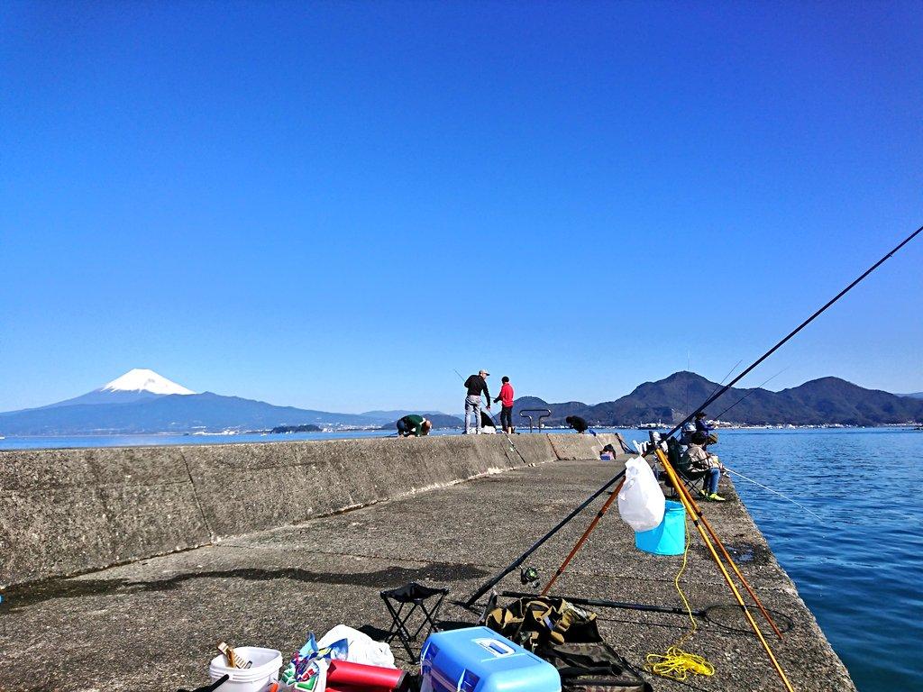 富士山をバックに海釣り https://t.co/16fKjwT8i5