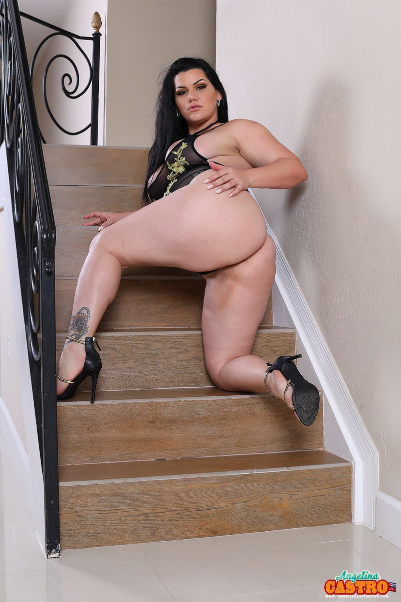 Who wants to do me on this stairs..... UhZIPFdVI0 6FlI3NebR5