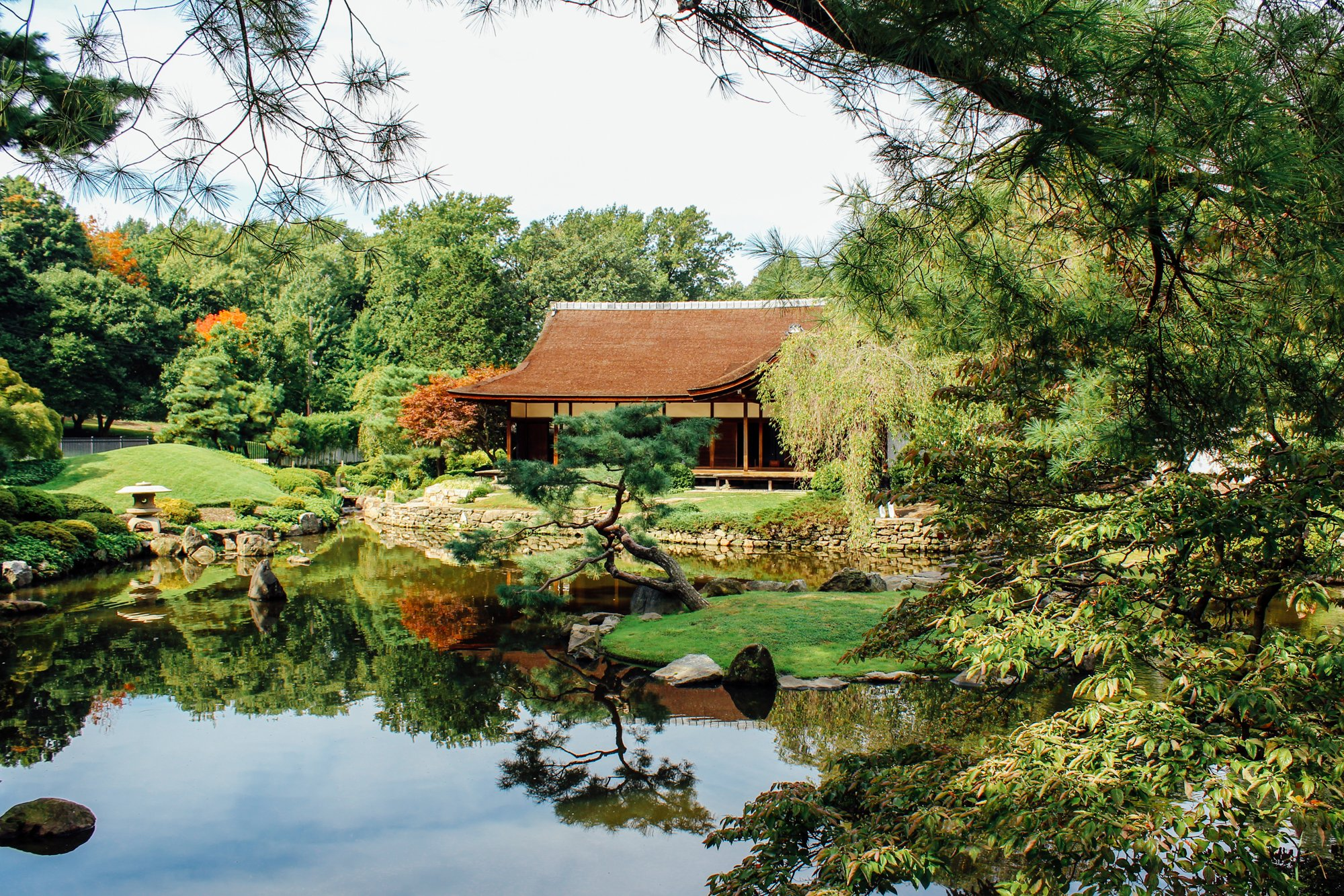 Philadelphia's gorgeous @Shofuso Japanese House and Garden is celebrating its 60th Anniversary in West Fairmount Park this October with special concerts, tea demonstrations and a brand new multimedia exhibition by artist-in-residence Aaron Mannino. #discoverPHL https://t.co/2jaWiw82xz