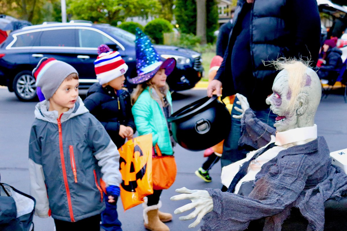 """test Twitter Media - WB PTO put on a """"spooktacular"""" Halloween Family Fun Night, welcoming miniature pirates, princesses, power rangers, policewomen, pachyderms, & Harry Potter! VP's of Fundraising, M. Dore & E. Galanis, Co-Pres. G. Zuercher & K. Schick thanked all for a successful night! #d30learns https://t.co/knCbShvQ9F"""