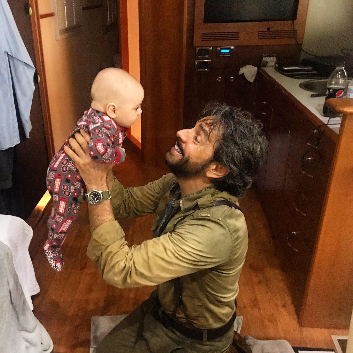Look who came to visit @EugenioDerbez and I today on set! #BabyBaston #DoraTheExplorer ???? https://t.co/REupPFH98J
