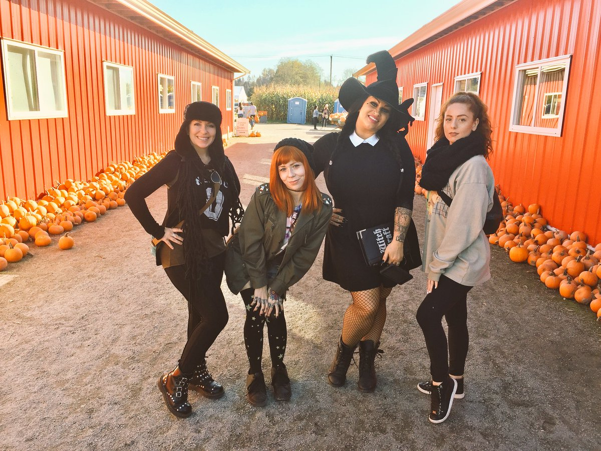 Fun at the pumpkin patch farm thingy with 🎃 gk0