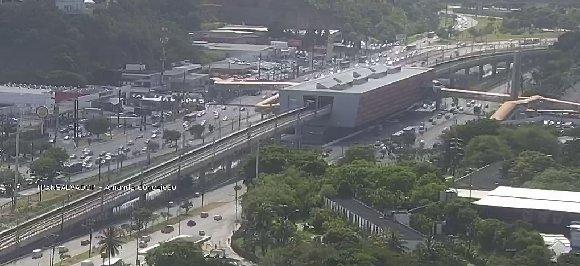 #Trânsito livre nos dois sentidos da Avenida ACM, nas proximidades da Estação do Detran. Foto: SSP-BA. https://t.co/hDFphrf9Ag