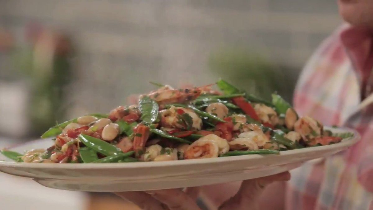 A quick & healthy midweek dinner recipe... Jamie's pan cooked prawns! ????  #DinnerInspiration #QuickDinner https://t.co/PSnDH62uZ9