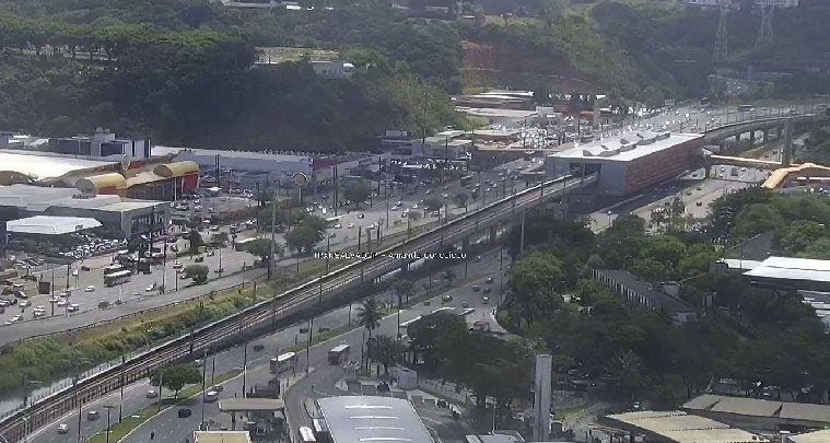 #Trânsito livre nos dois sentidos da Avenida ACM, nas imediações da Estação Detran do Metrô. Foto: Transalvador. https://t.co/shDuWysnIM