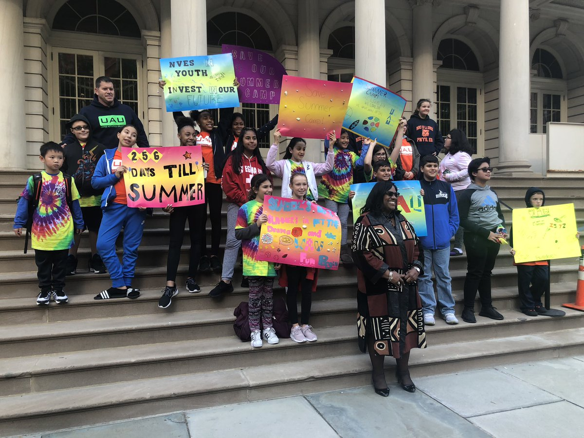 Check out these amazing signs! 256 days till #summer @NYCMayor #summercamp https://t.co/dfzrtkJEN9