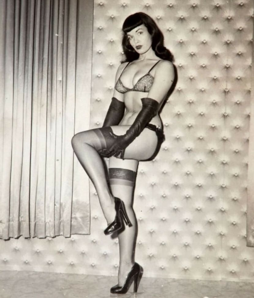 Get a leg up 😽💓 #bettiepage #legs #pinup dbgzCgOKtl