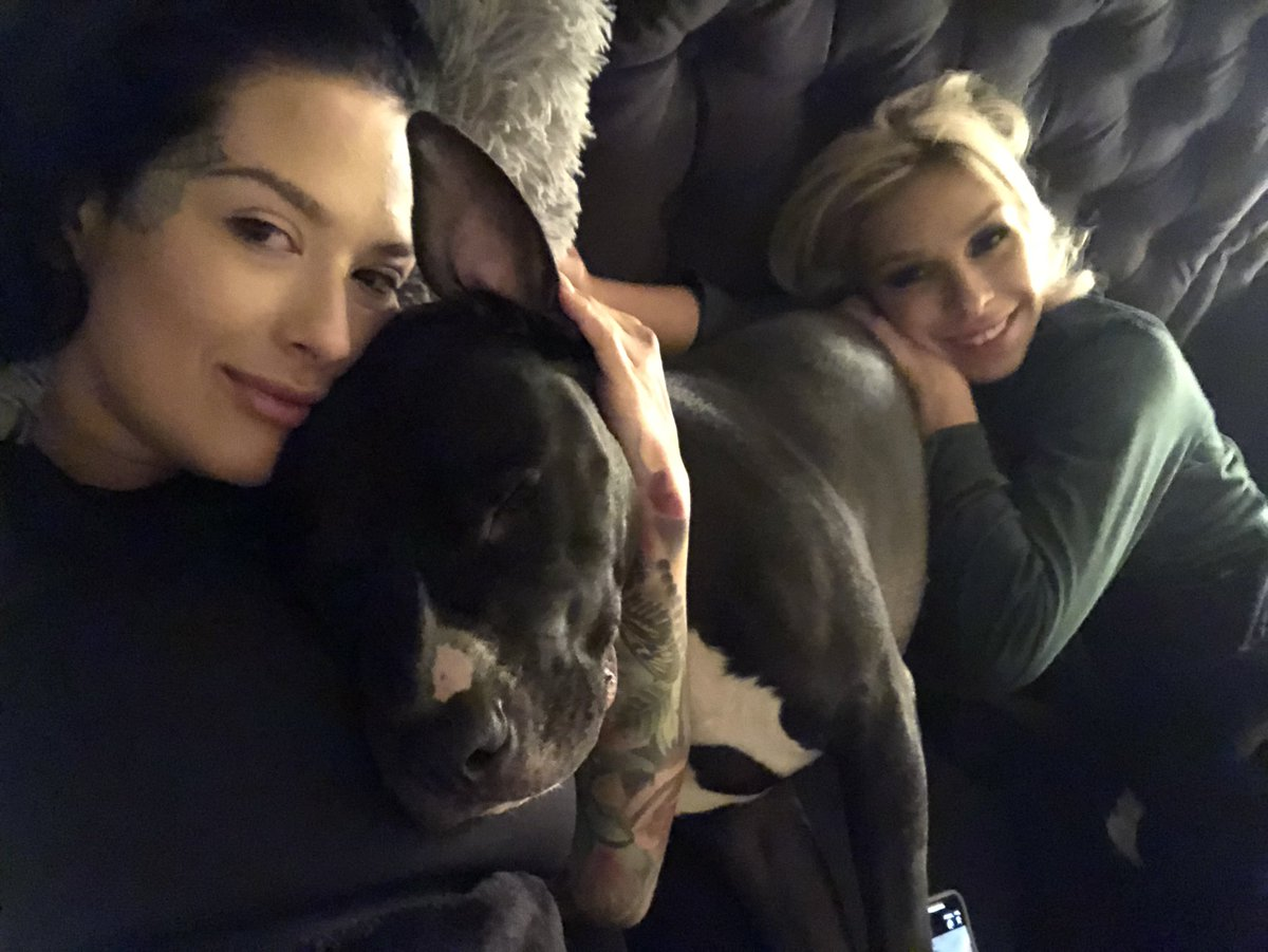 Cuddle life 🖤  ft. Roo qUcLPTmER6