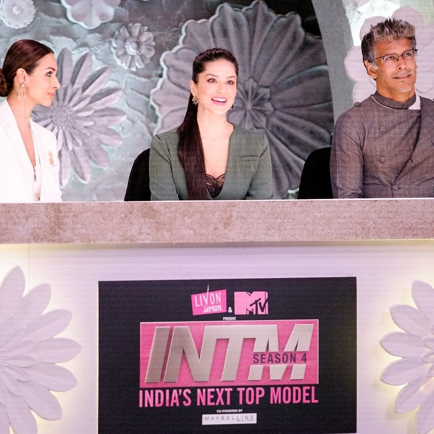 2 pic. On sets of - India's next top model!! #SunnyLeone dPdPObousI