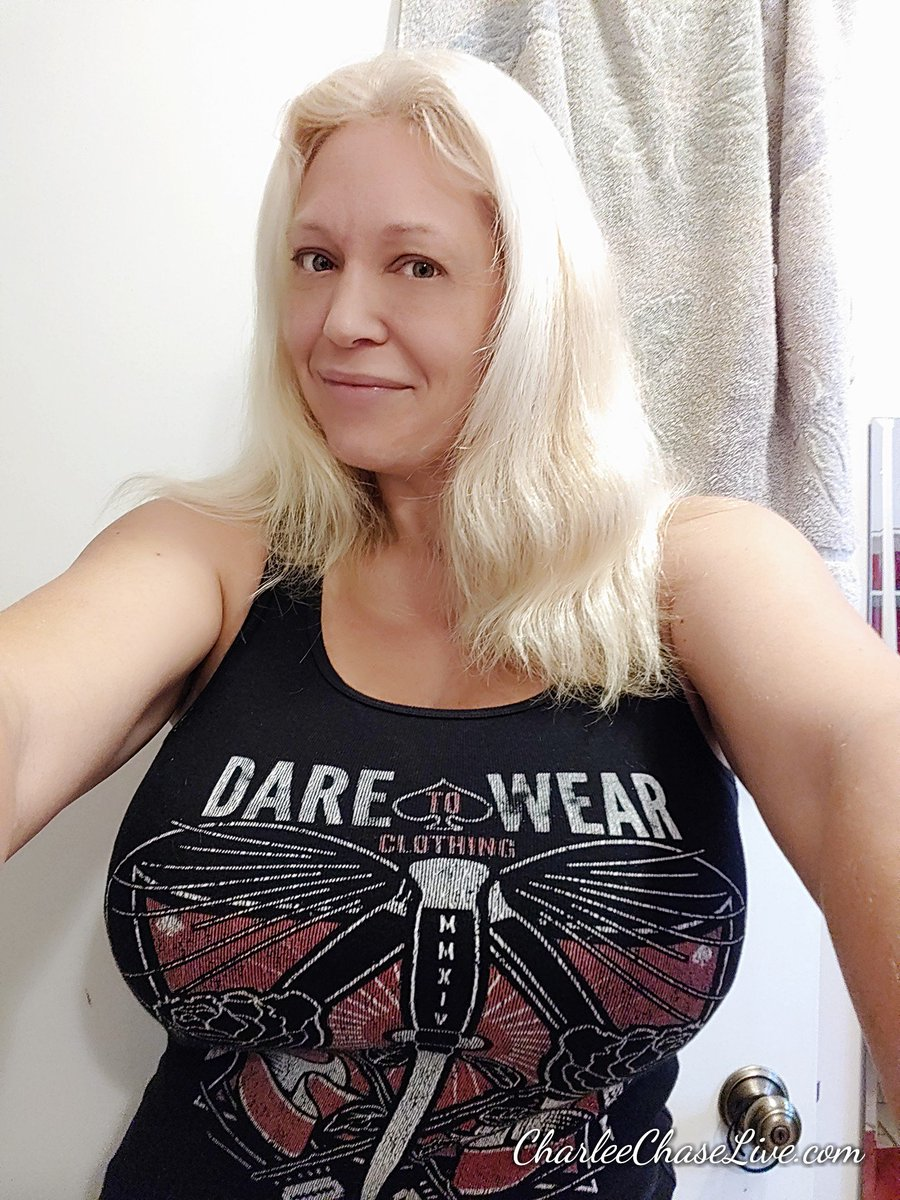 Rocking my tank today. Sans make-up bc is just too hot! zsKh0ewbQN