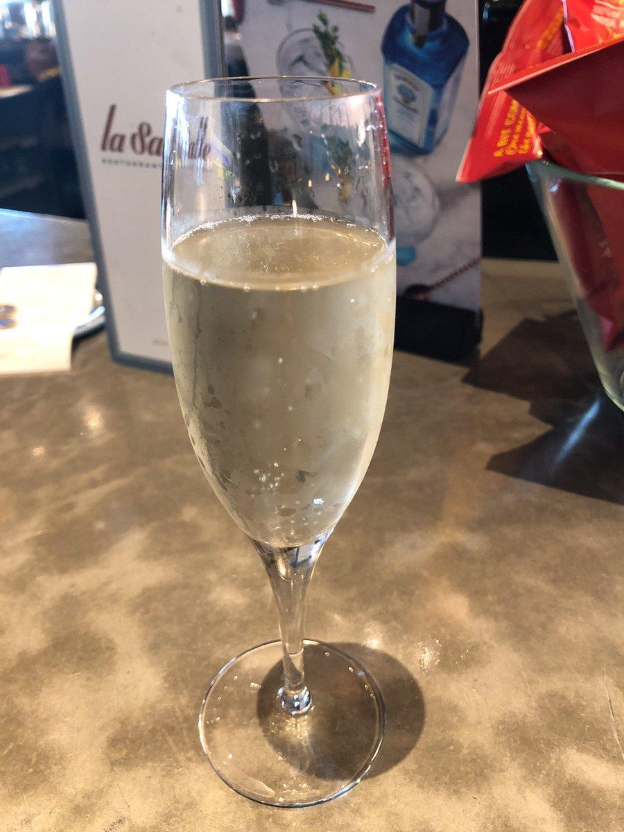 My drink before boarding yummy 😋❤️❤️❤️ WrPEqh3g2N