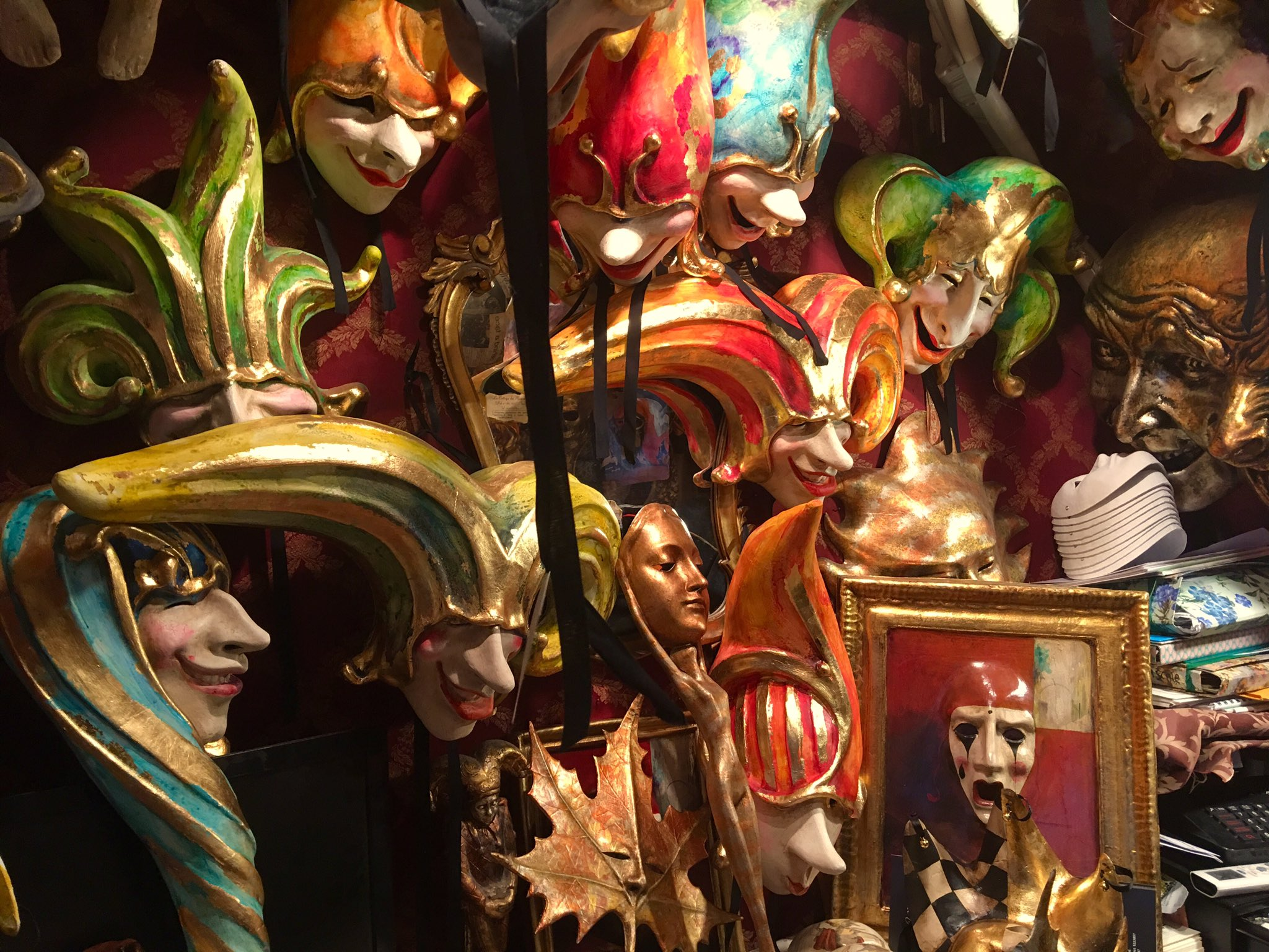 Odyssey Italy 2018, Tradition of masks started 13 century, Venetians hold celebrations Dec 26 until Lent & wear elaborate masks to conceal their identity. Only time when lower & upper classes mingled. Aristocrats & peasants, disguised by their masks, played out fantasies together https://t.co/L26pIMvqTN