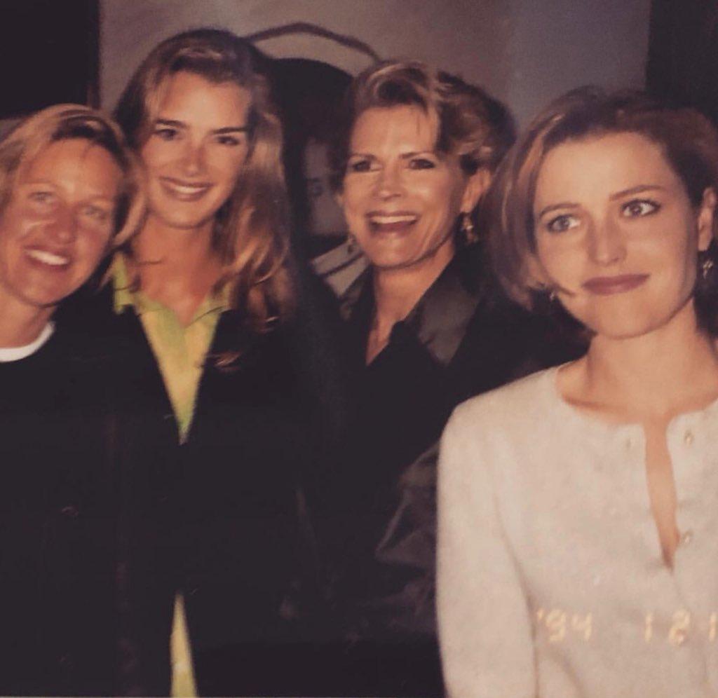 A 1994 photobomb. #tbt @TheEllenShow @BrookeShields https://t.co/mMmeAMhMvV