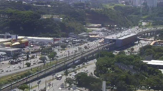 #Trânsito livre nos dois sentidos da Avenida ACM, nas imediações da Estação Detran do Metrô. Foto: Transalvador. https://t.co/X9IKl11Iaq