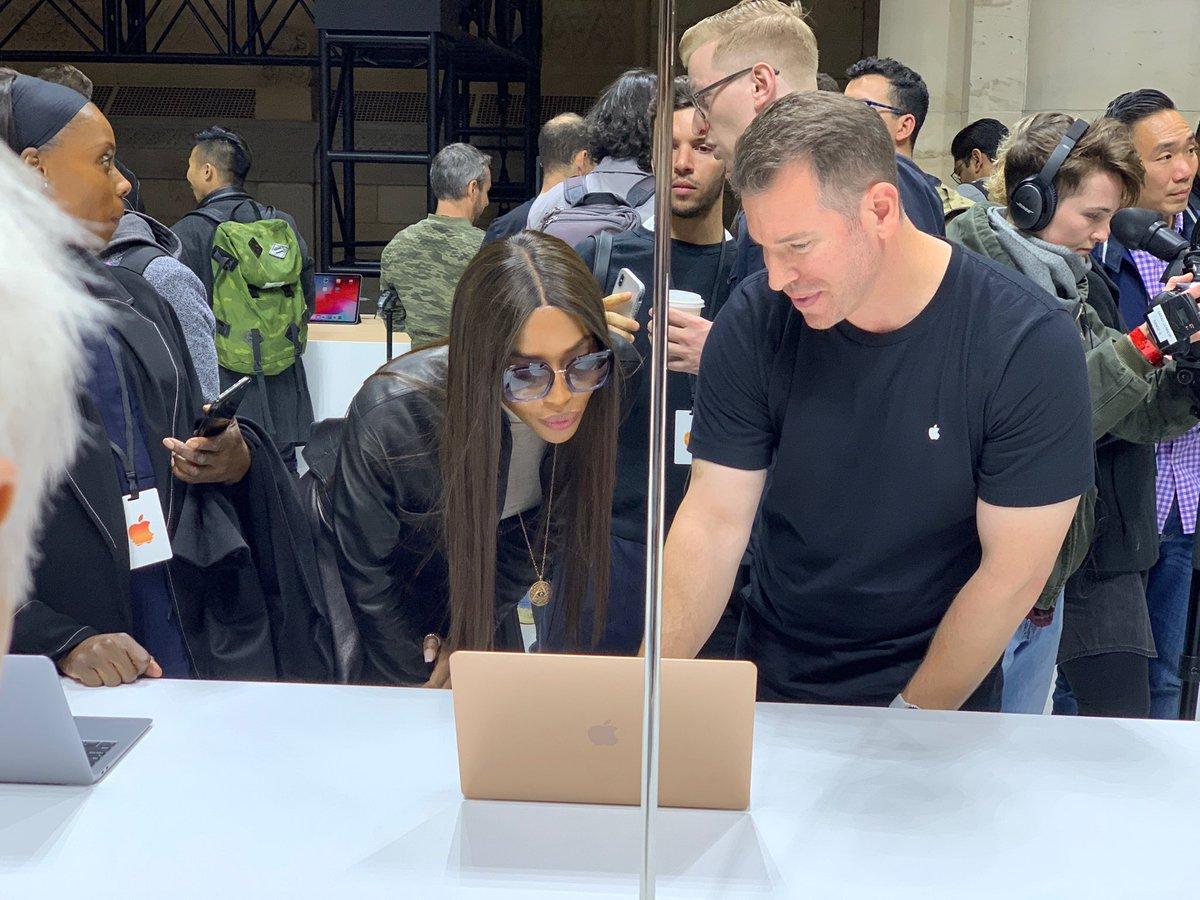 RT @LanceUlanoff: TBW: @NaomiCampbell, tech enthusiast. #AppleEvent https://t.co/wEjjwEqbMU