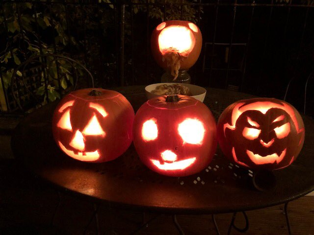 Pumpkin family ????????????????????♀️ #HappyHalloween https://t.co/Mxa2izI8ze