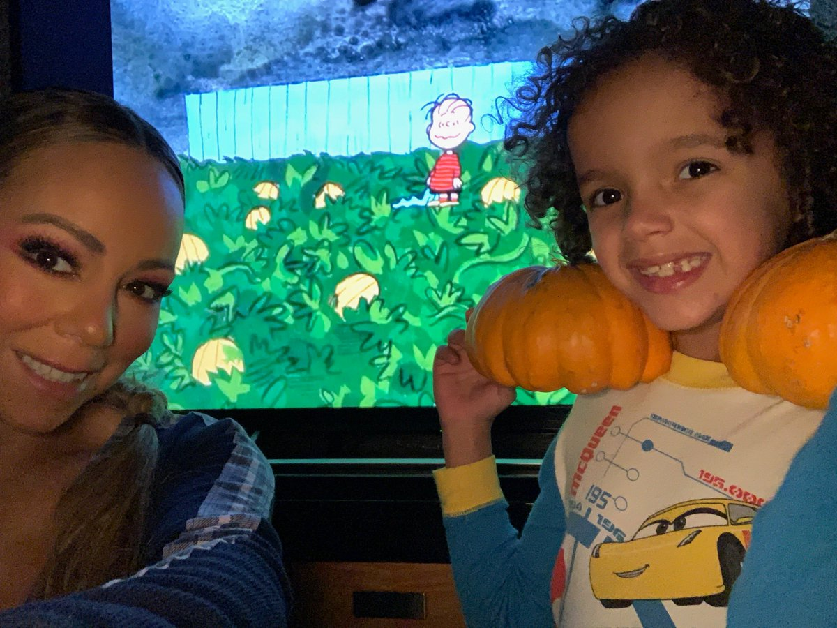 Watching the great pumpkin with Rocky! #classic @Snoopy #HappyHalloween https://t.co/A4IkmxdbvV